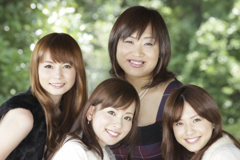 (左から)中川翔子、皆藤愛子、しずちゃん、岩崎千明