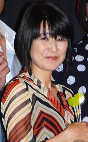映画『Happyダーツ』の公開初日舞台あいさつを行った新田恵利