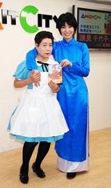 映画『少林老女』のDVD発売記念イベント行う(左から)浅見千代子、長澤奈央