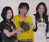 左から占い師・桃竺、クワバタオハラ(くわばたりえ、小原正子)