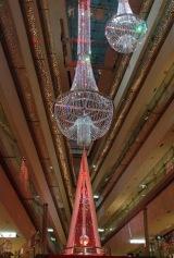 13日(木)に点灯式を行った表参道ヒルズの『ラグジュアリス ルビー ブライト モーメント』