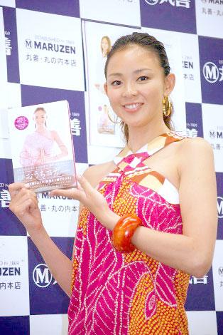 サムネイル ヨガDVDブック『おうちヨガ-SHIHO meets YOGA-』の発売記念イベントに登場したSHIHO