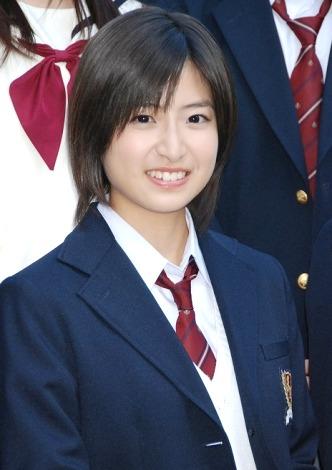 映画と連続ドラマの完全連動で12月に公開及び放送される『赤い糸』の記者会見に出席した南沢奈央