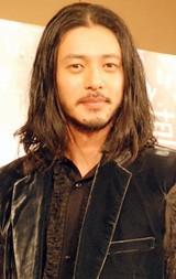 映画『悲夢』記者会見に出席したオダギリジョー
