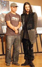 映画『悲夢』記者会見に出席した(左から)キム・ギドク監督、オダギリジョー