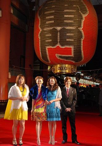 『第1回したまちコメディ映画祭 in 台東』のレッドカーペットに登場した映画『劇場版 カンナさん大成功です!』出演者の面々
