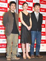 (左から)熊切監督、坂井真紀、星野源