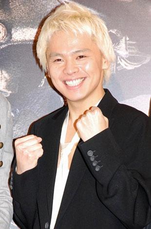 舞台『SUPER MONKEY』の製作発表記者会見に出席した中川晃教
