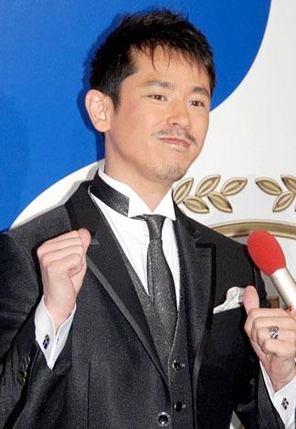 『スカパー!アワード2008』に出席し、元気な姿をみせた西村和彦