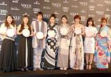 『VOGUE NIPPON Women of the Year 2008』を受賞した(左から)エド・はるみ、一条ゆかり、上野由岐子選手、宮崎あおい、樋口可南子、上野樹里、川上未映子、スザンヌ
