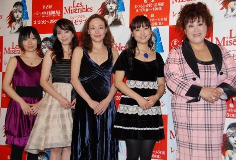 (左より)坂本真綾、知念里奈、シルビア・グラブ、神田沙也加、森久美子