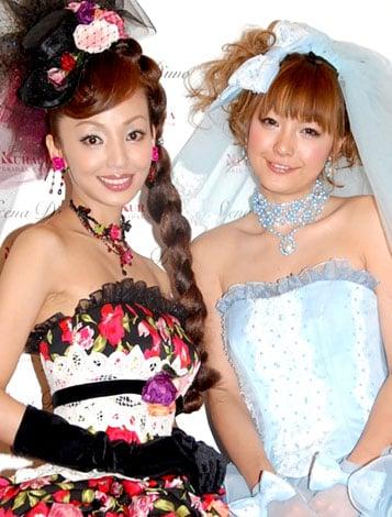 サムネイル 「シェーナ・ドゥーノ」ウェディングドレス新作コレクションにモデルとして登場した神田うのと木下優樹菜