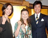 CBC・TBS系ドラマ「オーバー30」の記者会見に出席した(左から)遊井亮子、島崎和歌子、高知東生