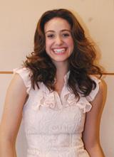 ブルマの髪型はアクションシーンで役に立ったと語るエミー・ロッサム