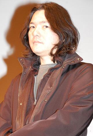 映画『ハルフウェイ』の完成披露舞台あいさつに登壇した岩井俊二