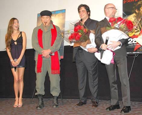 映画「チェ 28歳の革命」「チェ 39歳別れの手紙」の舞台あいさつに出席した(左から)道端ジェシカ、アントニオ猪木、ベニチオ・デル・トロ、スティーブン・ソダーバーグ監督