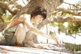 自身初となるDVDとフォトブックで、大きなキャンパスでの絵画に挑戦した上野樹里