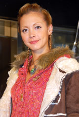 『QUIKSILVER Flagship Store 原宿』のオープニングセレモニーにゲストとして登場した土屋アンナ