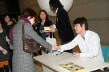 サイン会を開催した宮沢和史