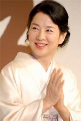 『母べえ』の制作発表会見で笑顔を見せる吉永小百合[2007年12月撮影]