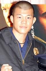 映画『アンダーカヴァー』公開記念イベントに登場した亀田興毅