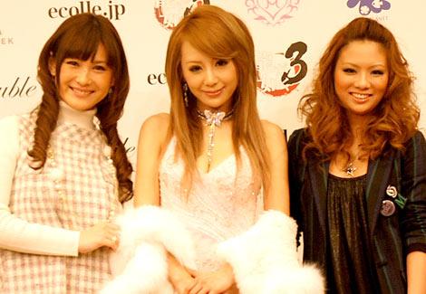 サムネイル 左から椿姫彩菜、桃華絵里、藤田志穂