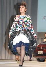 来年3月29日に開催されるファッションイベント『東京コレクション』のデモンストレーションとしてステージを歩いた森三中・村上知子
