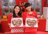 ハート型のチョコレートを手作りした長澤まさみと榮倉奈々(右)