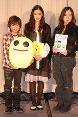 映画「いけちゃんとぼく」アフレコ会見に出席した(左から)深澤嵐、蒼井優、西原理恵子