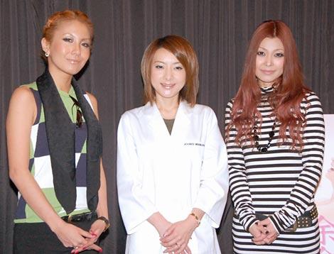 トークショーに出席した、(左から)twenty4-7のMIKA、西川史子、ME