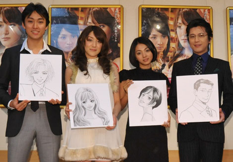 一条ゆかりの原作漫画イラストをもつ出演者(左から渡辺大、ステファニー、満島ひかり、及川光博)