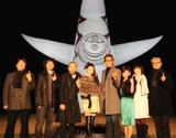 岡本太郎作品「太陽の塔」の前で行われた『20世紀少年 −第2章− 最後の希望』(1月31日公開)の完成披露イベント