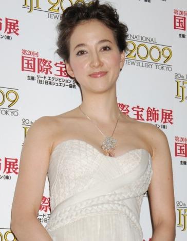 サムネイル 『第20回 日本ジュエリーベストドレッサー賞』の表彰式に出席した滝川クリステル