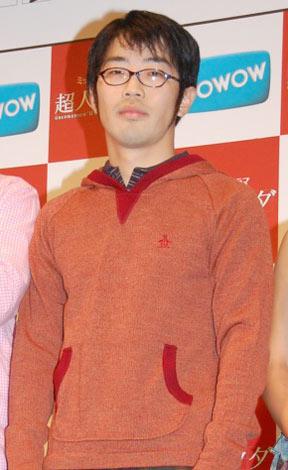 ドラマ『超人ウタダ』の試写会イベントに参加した、ドランクドラゴン・鈴木拓