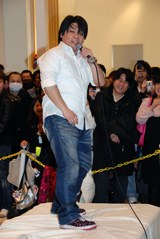 著書発売イベントに出席した山本高広
