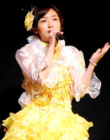 ステージで歌声を披露した加護亜依