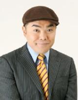 処女小説を出版した前田健。