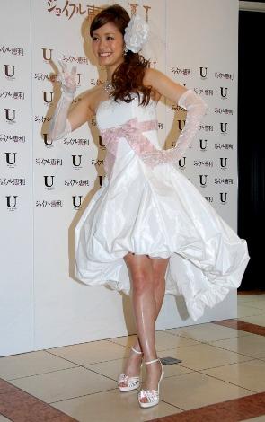 ミニドレスの上戸彩