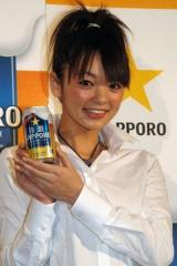 2009年サッポロビールイメージガールの美優紀と、3月25日に発売される新商品『冷製SAPPORO』