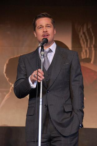 ステージ上で挨拶したブラッド・ピット