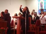 米・ロサンゼルスの黒人教会で歌う福原美穂