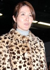 謹慎以来、初めて公の場に姿を見せた山本モナ[09年1月撮影]