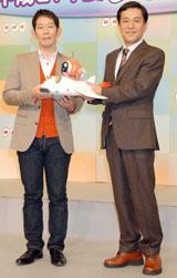 2009年新キャスター発表会見に出席した左から岩本裕、鎌田靖