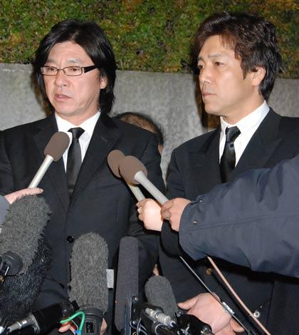 フォーリーブスの青山孝史さんの通夜に参列した西城秀樹と野口五郎