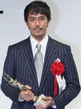 第63回毎日映画コンクールで男優主演賞を受賞した阿部寛