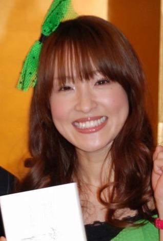 サムネイル 自叙伝出版イベントで、劇団ひとりとの「結婚」を宣言した大沢あかね【4日=都内】
