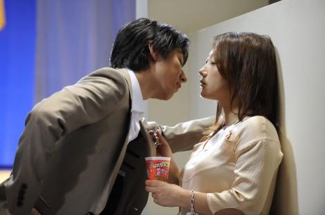 """サムネイル 友近が新CMで""""プライベート""""のキスシーンも披露!?"""