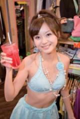 お姫様キャラを演じる小泉瑠美。