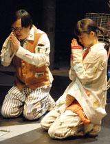 共演者の六角精児と共に3年半ぶりの舞台に臨む宮崎あおい