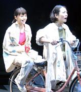 共演者の吉本菜穂子と共に3年半ぶりの舞台に臨む宮崎あおい